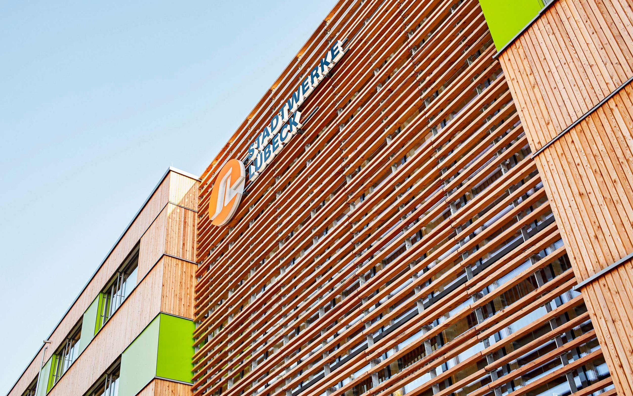 Holzlamellenfassade Konstruktion stadtwerke luebeck